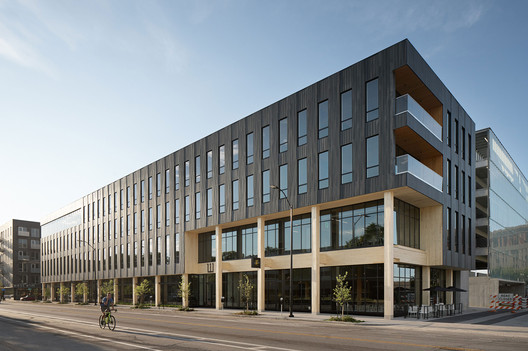 111 East Grand and St. Kilda Surf & Turf / Neumann Monson Architects
