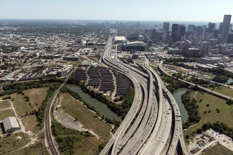 Qual a culpa dos planejadores pelo espraiamento urbano?, Vista aérea de Houston. Cortesia de Caos Planejado