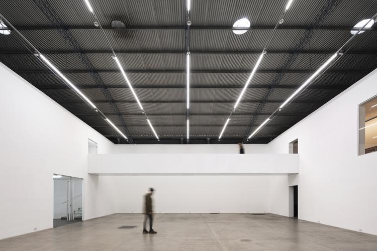 Reforma Galería El Gran Vidrio / MMBB Arquitetos + Ben-Avid, © Federico Cairoli