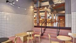 Foodhallen Den Haag Foodcourt / Studio Modijefsky