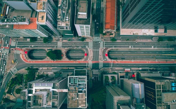 GeoSampa disponibiliza imagens de alta resolução feitas a laser de São Paulo, Vista aérea da Av. Paulista. Imagem ilustrativa. Foto de Gabriel Ramos, via Unsplash