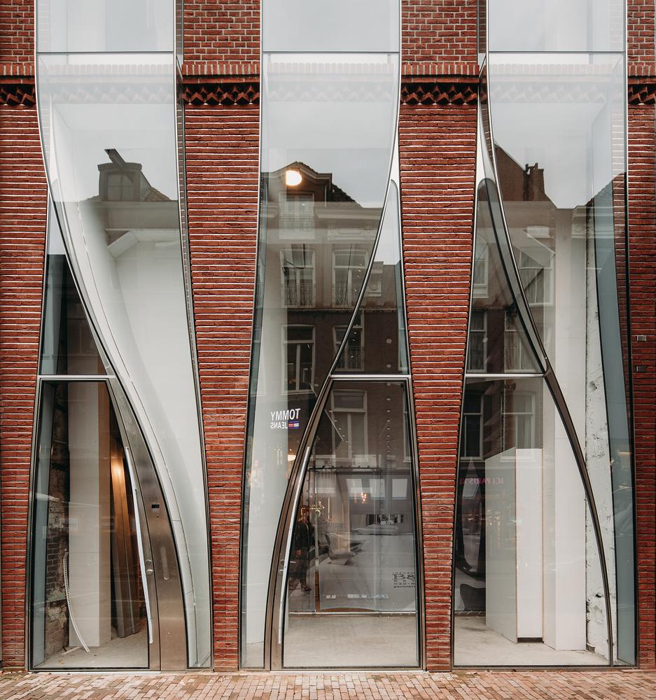 The Looking Glass Facade Renovation / UNStudio