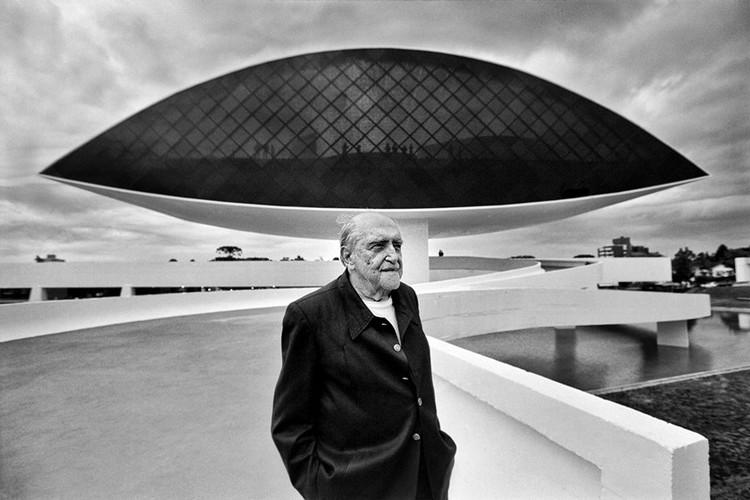 Em Foco: Oscar Niemeyer, Via Metrópoles. Imagem de divulgação