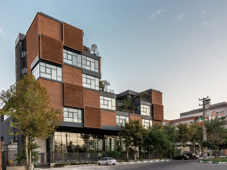 CinnaGen Pharmaceutical Company / Modaam Architects, © Aidin Shahi
