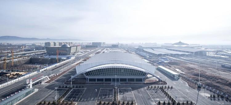 Hohohot East Coach Hub Terminal / CSADI A2 Studio, aerial view. Image © Yong Zhang