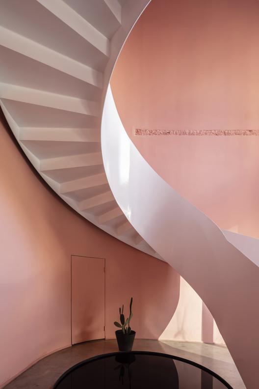 Деталь лестницы.  Изображение © Цян Шэнь