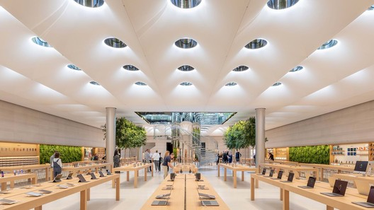 Apple Store Fifth Avenue, New York / USA. Architecture: Foster + Partners. Image: © Aaron Hargreaves / Foster + Partners