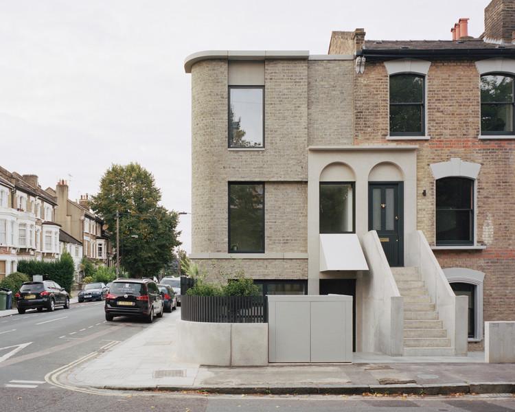 Casa de la esquina / 31/44 Architects, © Rory Gardiner