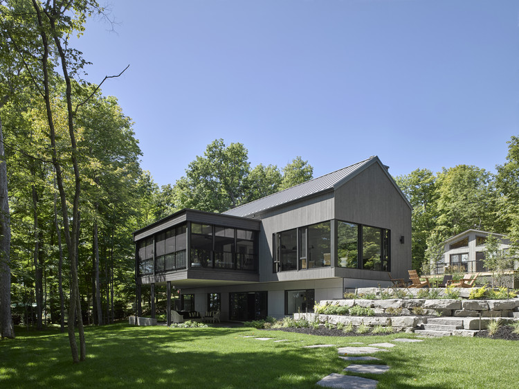 Big Rideau Lakehouse / Christopher Simmonds Architect, © James Brittain Photography