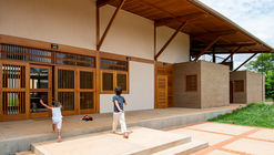 Casa en el Cerrado (Prata y Lopez) / Aline Coelho Sanches e Lucas Corato