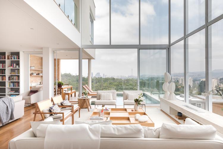 Casas brasileiras: 15 residências com janelas de piso a teto, Residência MF / Vivi Cirello Arquitetura e Interiores. imagem: © Lufe Gomes