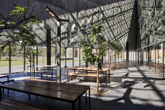 Sol Plaatje University Student Resource Center / Designworkshop. Image © Roger Jardine