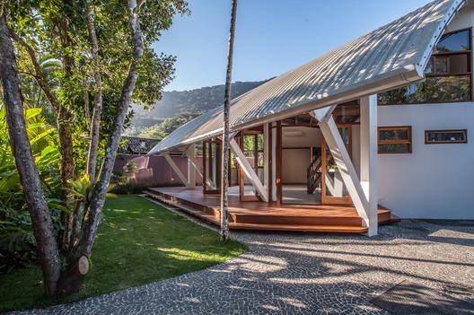 Casa em Itamambuca / Vidal & Sant'Anna