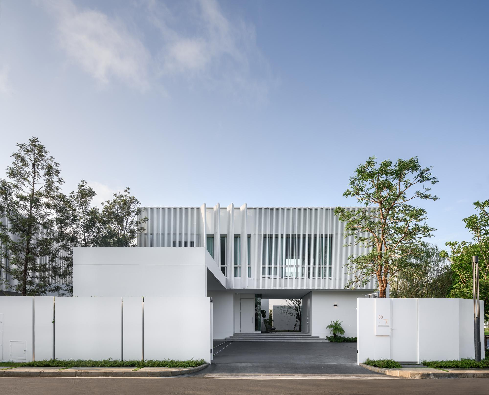 VIVE Bangna House / Land & Houses Public Co.