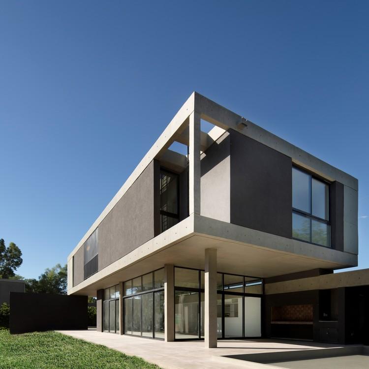 Casa pingüinos / Carbone Arquitectos, © Bruto Studio