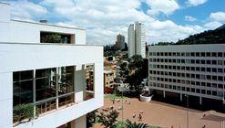 Clásicos de Arquitectura: Biblioteca y auditorio Universidad Jorge Tadeo Lozano / Bermúdez Arquitectos
