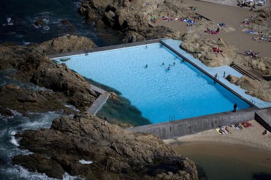 Leça Swimming Pools / Álvaro Siza. © Fernando Guerra | FG+SG
