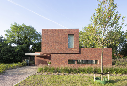 A Brickwork Orange | Villa Alders House / Joris Verhoeven Architectuur
