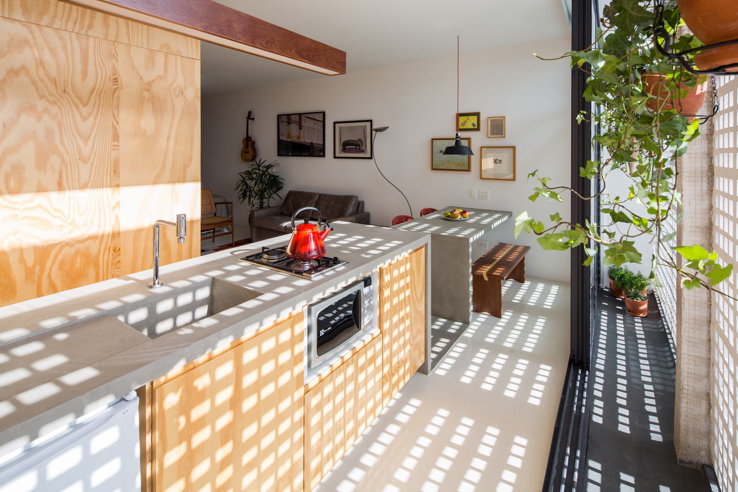 Concrete Countertops: Brutalism in the Kitchen