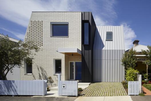Una casa para todas las estaciones / Poly Studio