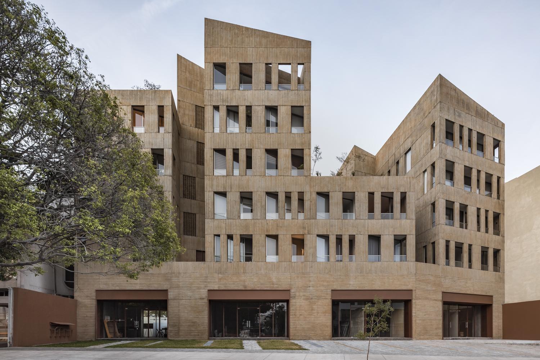 González Luna Building / Estudio Macías Peredo