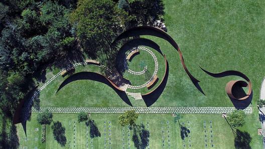 Cementerio Memorial Parque das Cerejeiras / Crisa Santos Arquitectos