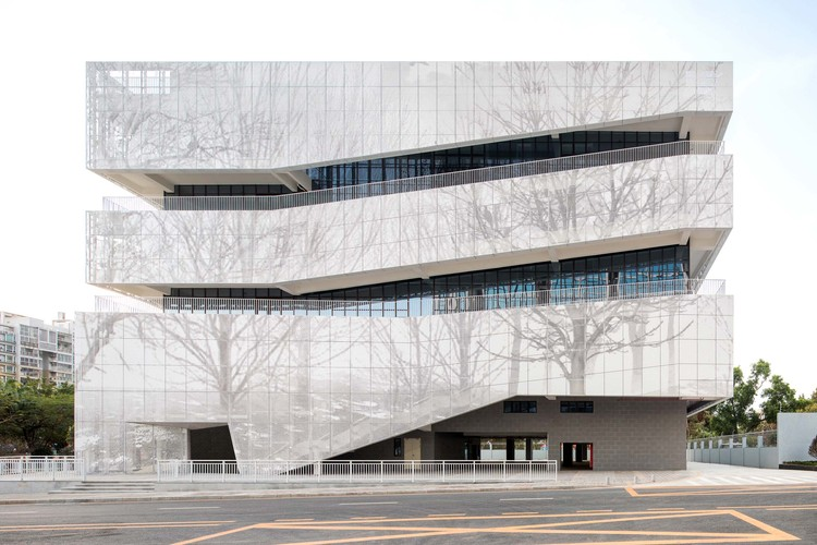 Comprehensive Cultural Service Building / Zhubo Design, One Corridor - Three-Dimensional Public Space. Image © Xuetao Zhang