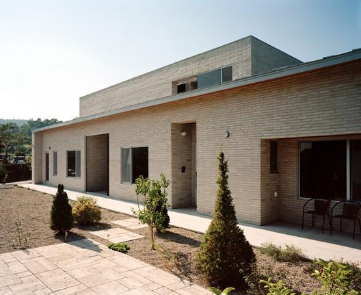 Casa Jipyeong / IWMW