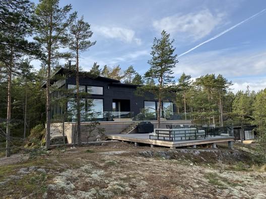 House On The Rocks / Pluspuu Oy