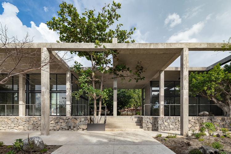 Centro de desarrollo comunitario Parque el Higuerón / AGENdA Agencia de Arquitectura + Dellekamp Schleich, © Onnis Luque
