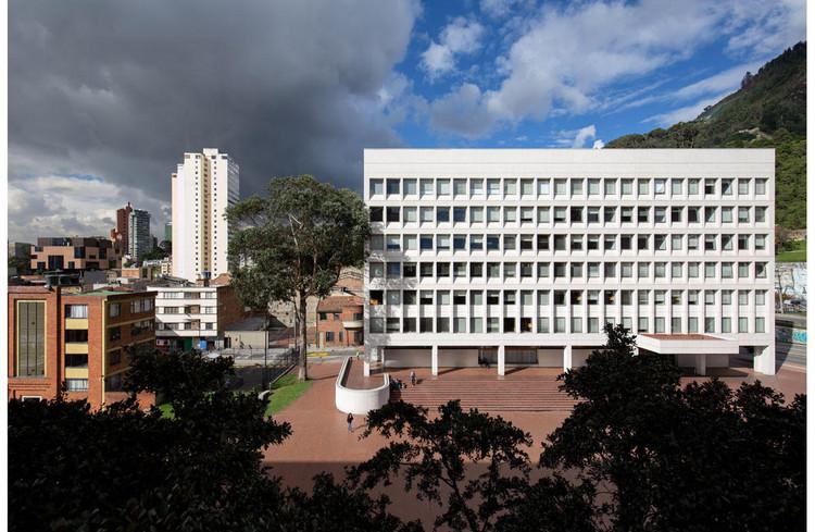 Clásicos de Arquitectura: Edificio de Posgrados / Bermúdez Arquitectos, Exterior. Image © Simón Bosch
