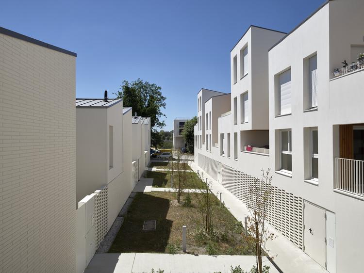Instant B Housing / Faye Architectes & Associes + Nadau Architecture, © Philippes Caumes