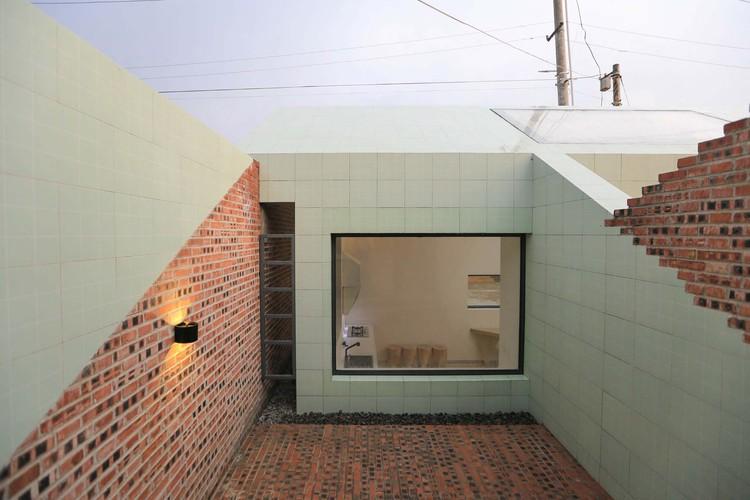 green ceramic tile and red brick. Image © Yumeng Zhu