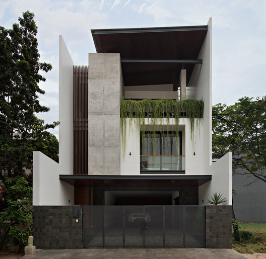VGI House / Pranala Associates