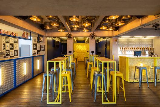 Tapbar Proa Brewery / TRPC Arquitetos