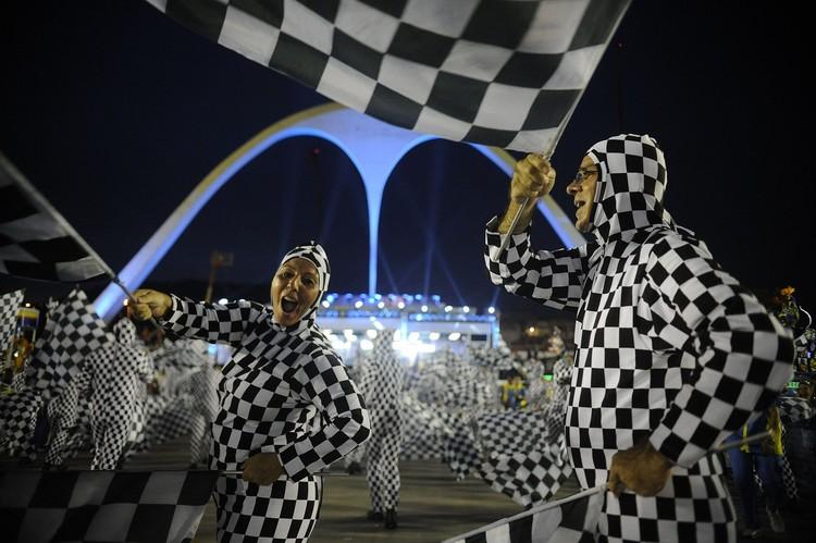 Arquitetura e Urbanismo será tema do carnaval em 2020, Rio de Janeiro - Escolas de samba do Grupo Especial se apresentam no Sambódromo da Marquês de Sapucaí, no segundo dia de desfiles (Fernando Frazão/Agência Brasil) - [CC BY 3.0 br (https://creativecommons.org/licenses/by/3.0/br/deed.en)]