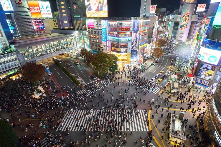 Infraestrutura, espaços públicos e zoneamento: o que Tóquio pode ensinar para as cidades brasileiras, Foto por Timo Volz, via Unsplash