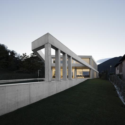Concrete Villa Comano / DF_DC