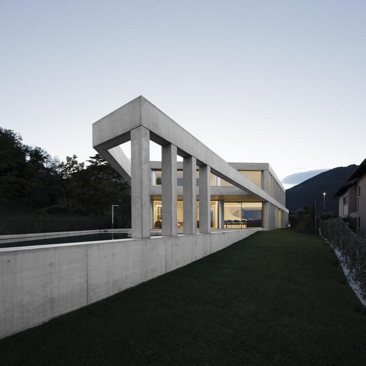 Casa de concreto en Comano / DF_DC, © Giorgio Marafioti