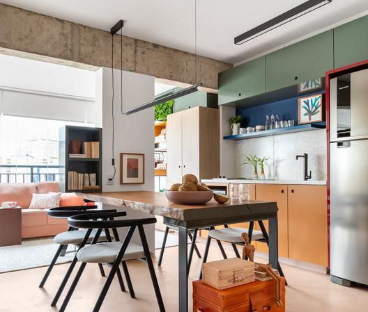 TLP Apartment / Renato Mendonça Arquitetura