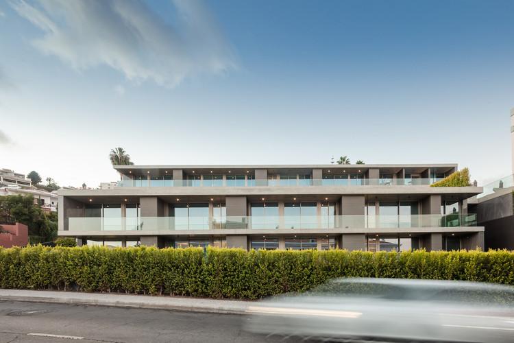 Edifício Residencial Savoy Residence / RH+ Arquitectos, © João Morgado
