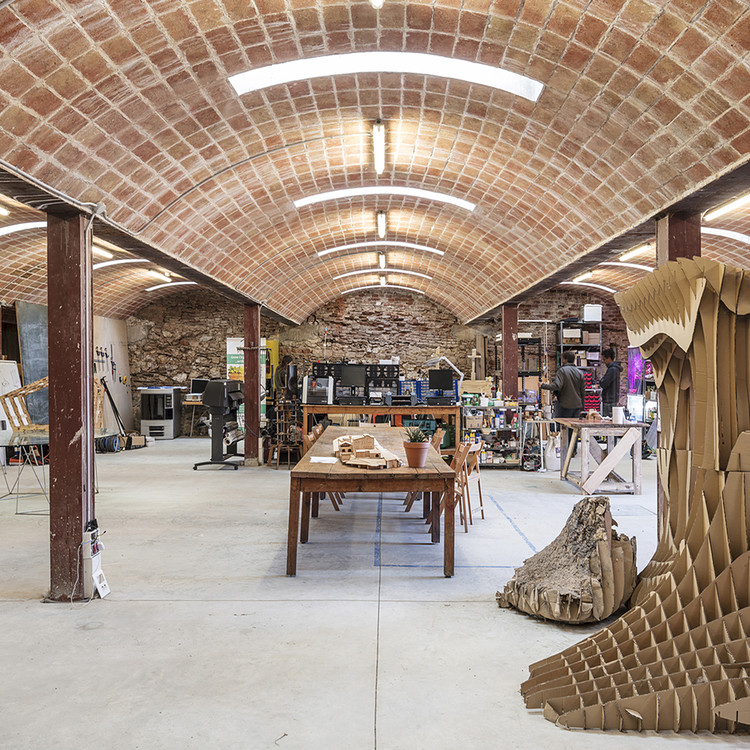 Cobertura em abóbada: 15 projetos na Espanha que recuperam a tradicional técnica com tijolos, Rehabilitación Valldaura Labs / Guallart Architects. Image © Adrià Goula Sardà