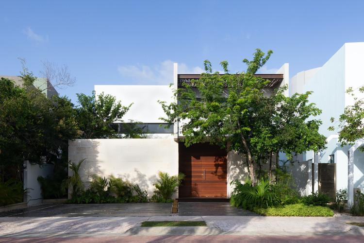 Golondrinas 34 House  / estudio AM arquitectos, © Santiago Heyser