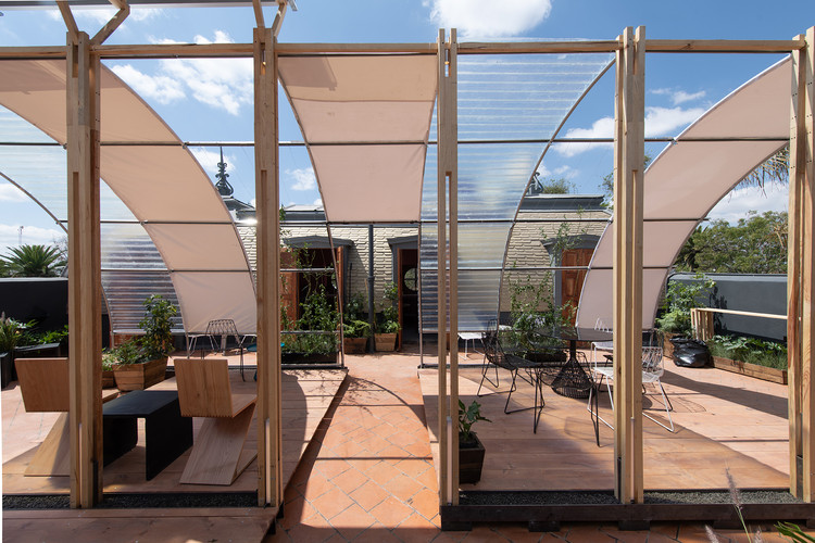 Giacopello展亭,墨西哥孟莎式屋顶改造  / HDA: Hector Delmar Arquitectura + taller paralelo, © Jaime Navarro