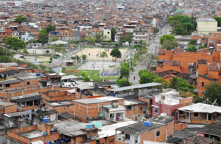 UIA2020RIO lança concurso internacional de ideias para projetos na Favela da Maré, Favela da Maré, Rio de Janeiro. Foto de Marco Derksen, via Flickr. Licença CC BY-NC 2.0