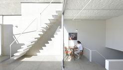 "JEE画廊,有限条件的""宽敞""空间 / Alborz Nazari & Amin Hosseinirad"