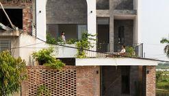 Casa T / Dom Architect Studio