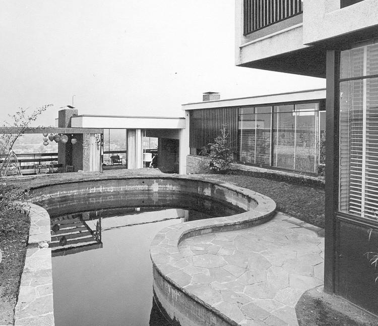 Cómo fue el diseño de piscinas en la arquitectura moderna , Casa Rechmeier-Siewekw / Pablo Hegedüs Fekete & Carlos Bravo Valdés (1958 Las Condes, Chile). Image © Foto Kabath
