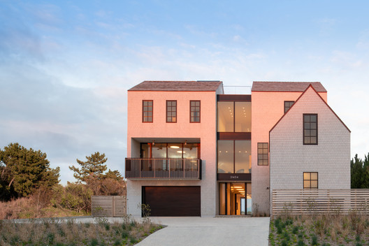East Lake Beach House / Robert M. Gurney, FAIA, Architect