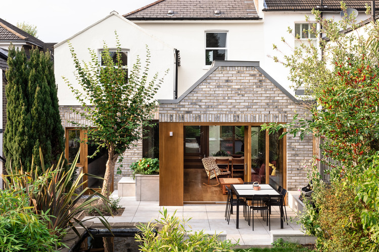 Harefield Road East House  / Gruff, © French + Tye